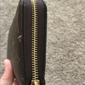 Louis Vuitton Bags - Louis Vuitton zippy wallet